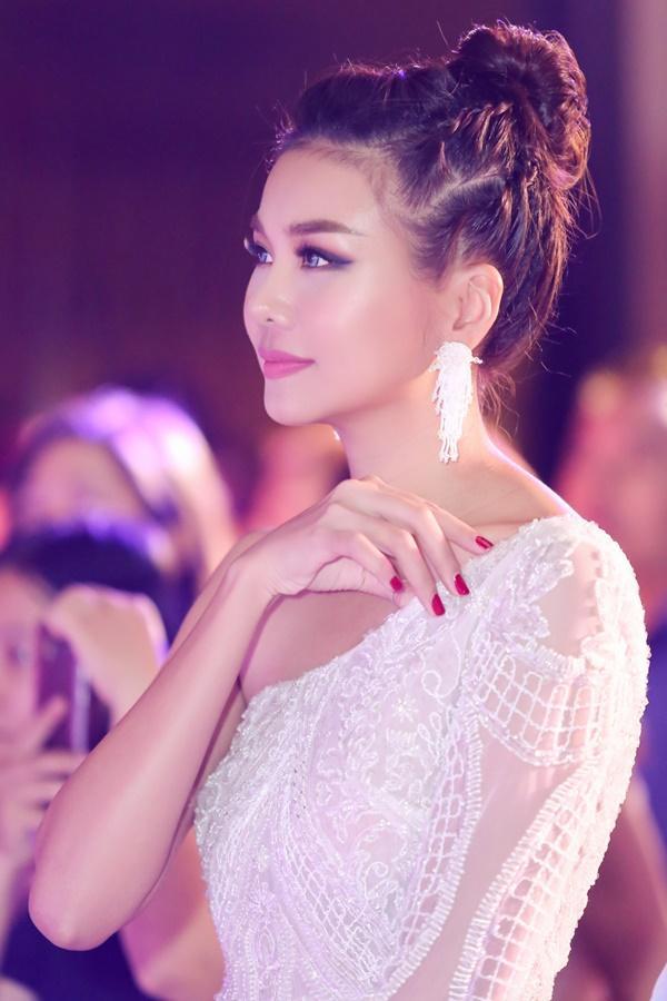 Mẹ chồng Thanh Hằng ngoài đời diện váy quyến rũ khác hẳn hình ảnh ghê gớm trong phim-7
