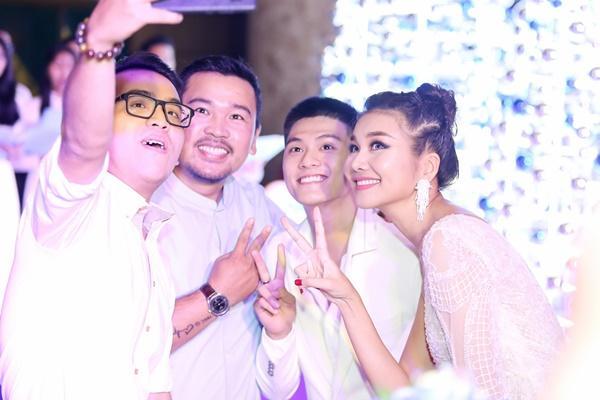 Mẹ chồng Thanh Hằng ngoài đời diện váy quyến rũ khác hẳn hình ảnh ghê gớm trong phim-10