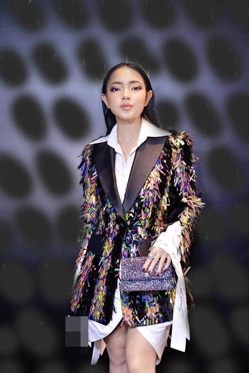 Đụng hàng đàn chị Tóc Tiên, fashion icon Châu Bùi vẫn ngời ngời khí chất-2