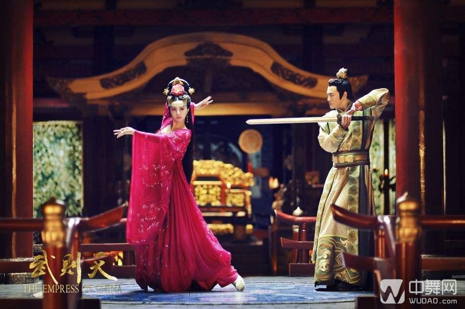 Những điệu múa lay động lòng người của mỹ nhân phim Hoa ngữ-2