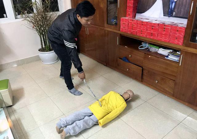 Bé trai bị bố và mẹ kế đánh rạn sọ não xin tha cho bố-10