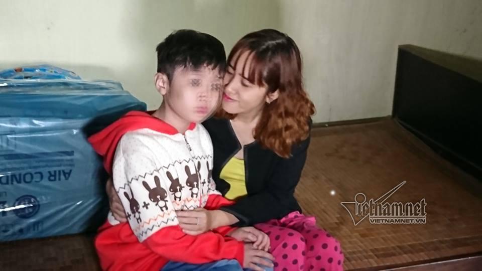 Bé trai bị bố và mẹ kế đánh rạn sọ não xin tha cho bố-9