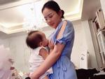 Tin sao Việt: Phan Như Thảo khoe khoảnh khắc cho con bú 'bất chấp địa hình'