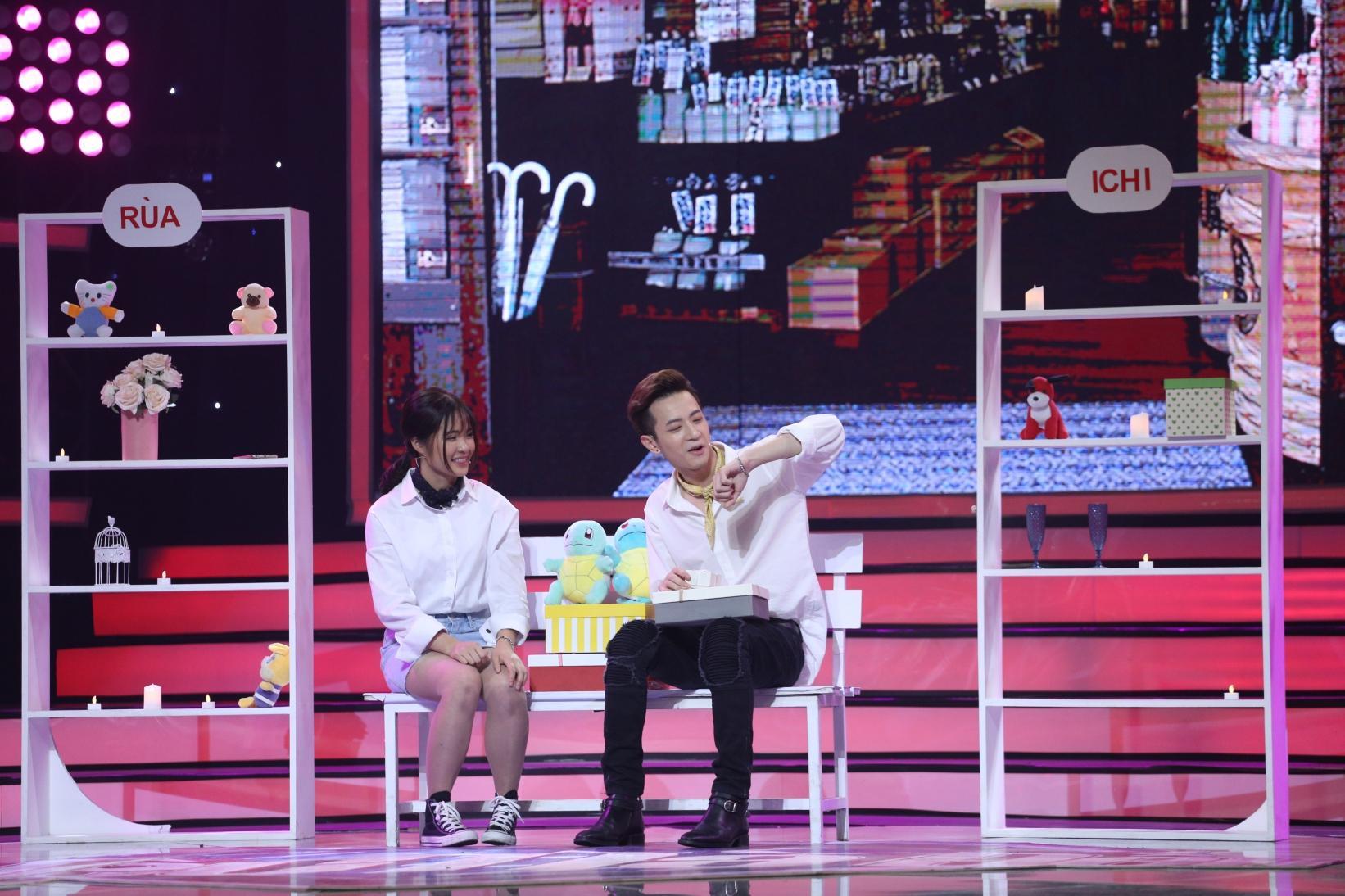 Bay từ Hàn Quốc về tỏ tình với Phí Ngọc Hưng, vậy mà cô gái này nhát đến nỗi không dám đọc kết quả-5