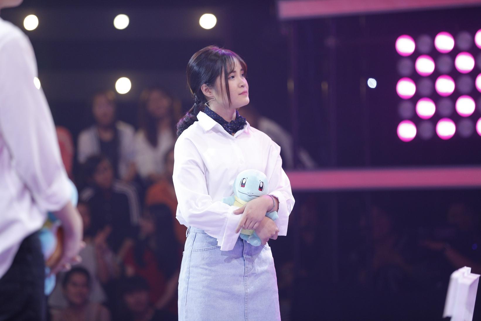 Bay từ Hàn Quốc về tỏ tình với Phí Ngọc Hưng, vậy mà cô gái này nhát đến nỗi không dám đọc kết quả-7