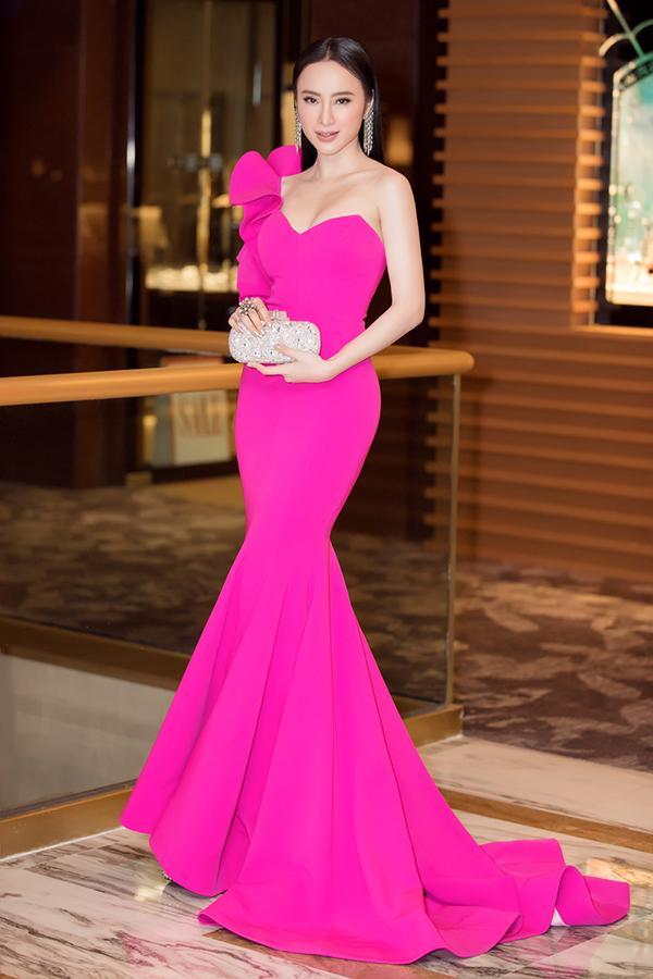 Bất chấp Phạm Hương cá tính nổi bật, Angela Phương Trinh vẫn chiếm spotlight thảm đỏ tuần này-1