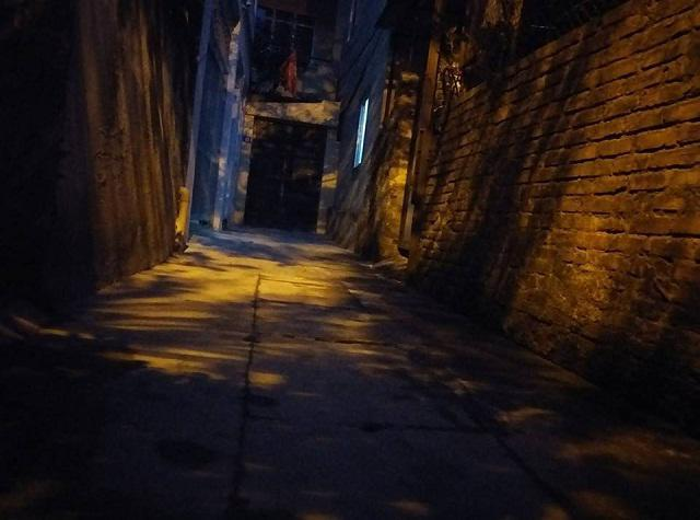 Xóm trọ bé 10 tuổi bị bạo hành: Phòng đó hay có tiếng động lạ, trẻ khóc thét trong đêm-1