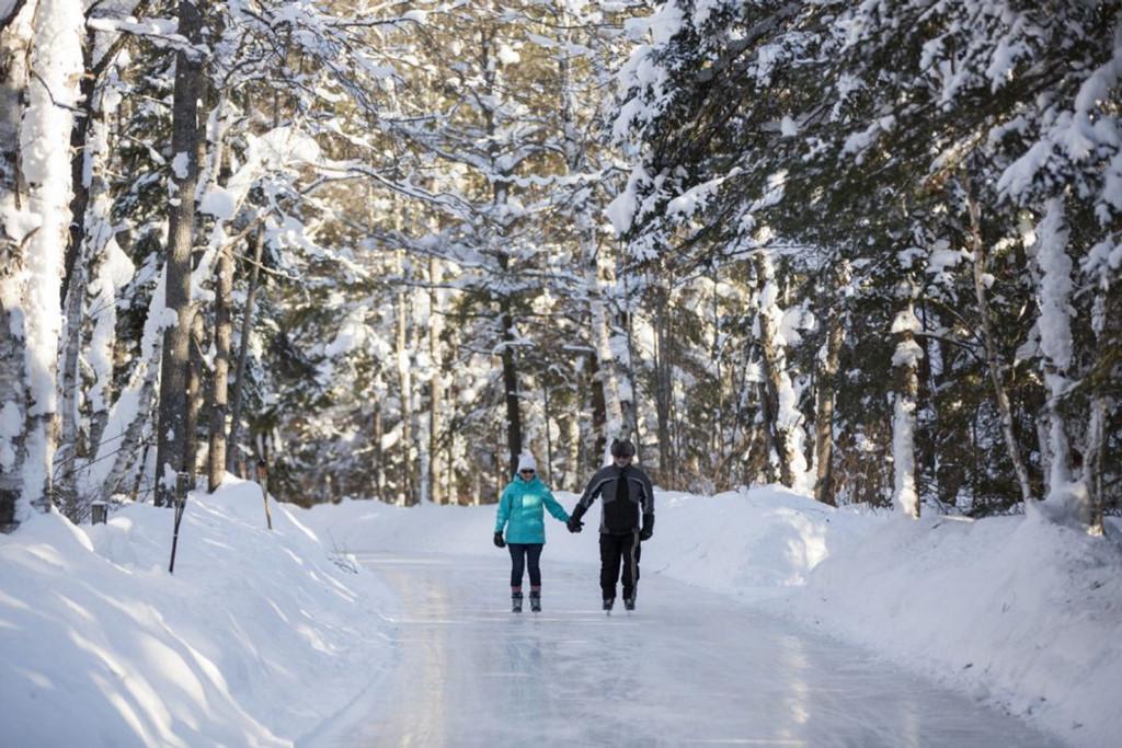 Sân trượt băng tự nhiên tuyệt đẹp trên thế giới-3