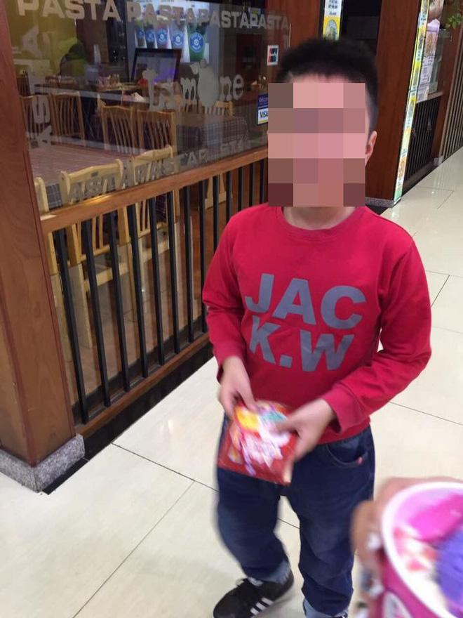 Mẹ kế bạo hành bé 10 tuổi: Đăng bảng điểm khen, thương con chồng trên Facebook-2