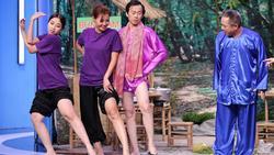 CHẾT CƯỜI: Lần đầu tiên Hoài Linh vén quần khoe đùi trắng nõn trên sóng truyền hình