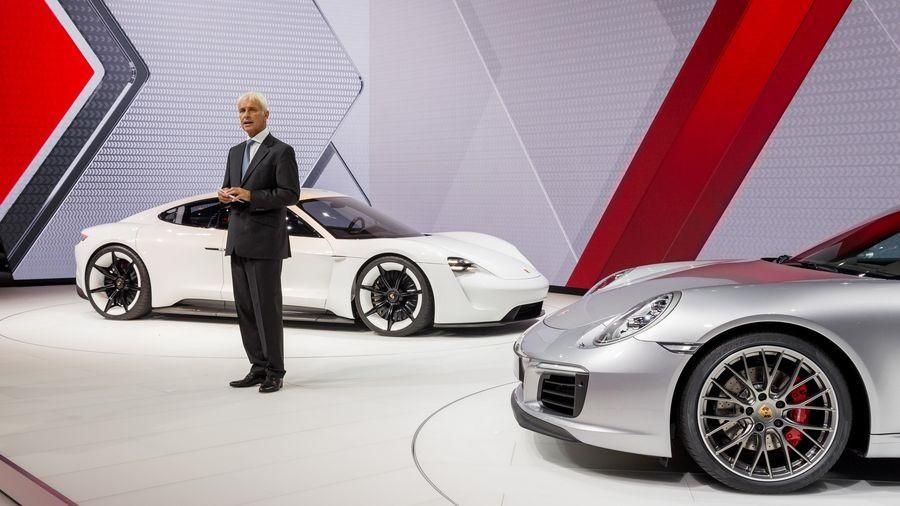 Siêu sedan điện Porsche Mission E chạy thử nghiệm trên phố-5
