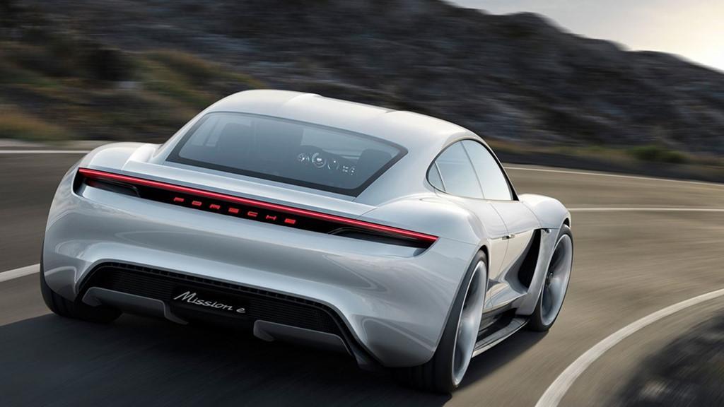 Siêu sedan điện Porsche Mission E chạy thử nghiệm trên phố-7
