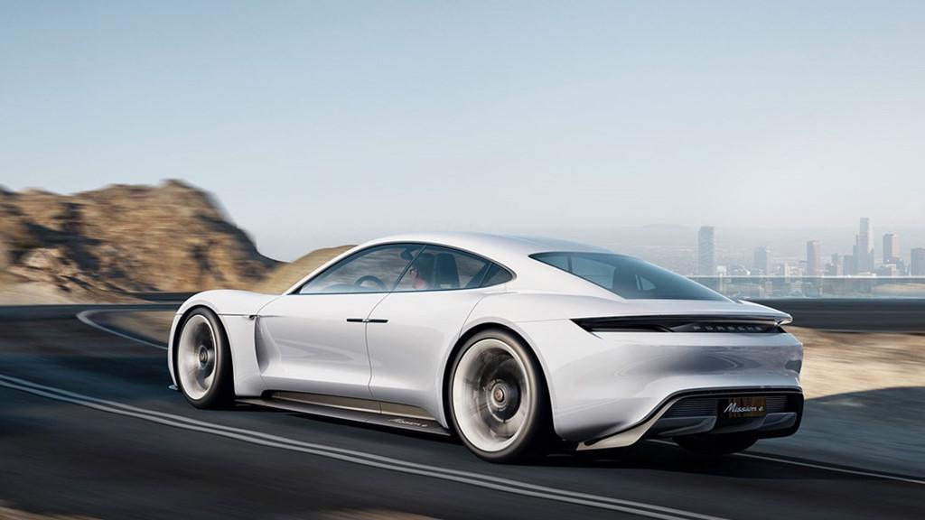 Siêu sedan điện Porsche Mission E chạy thử nghiệm trên phố-8