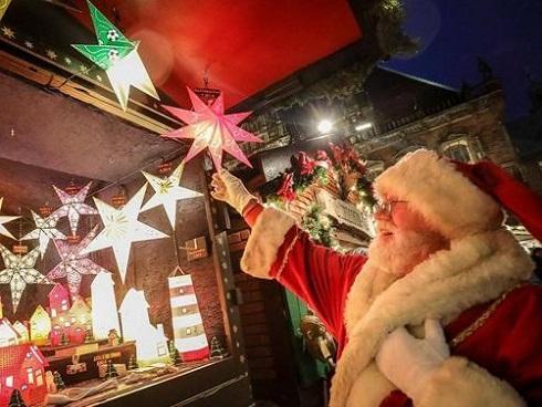 Những hình ảnh Giáng sinh 2017 lung linh sắc màu trên khắp thế giới