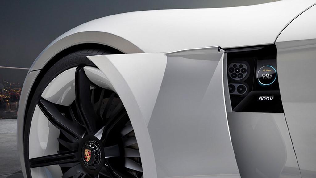 Siêu sedan điện Porsche Mission E chạy thử nghiệm trên phố-11