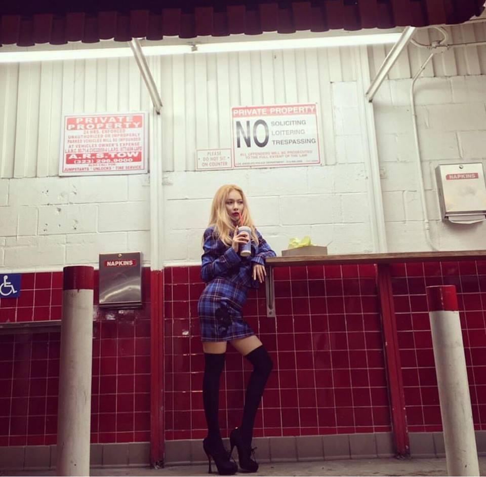 DJ Soda - Tiffany lên đồ sexy khoe vòng 1 gợi cảm nổi bật nhất street style sao Hàn-5