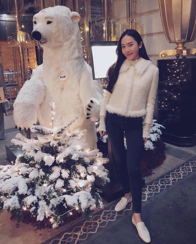 DJ Soda - Tiffany lên đồ sexy khoe vòng 1 gợi cảm nổi bật nhất street style sao Hàn-6