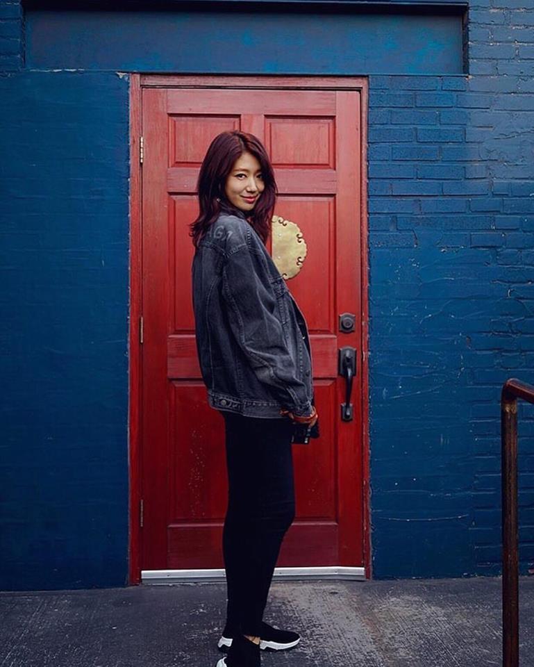 DJ Soda - Tiffany lên đồ sexy khoe vòng 1 gợi cảm nổi bật nhất street style sao Hàn-7