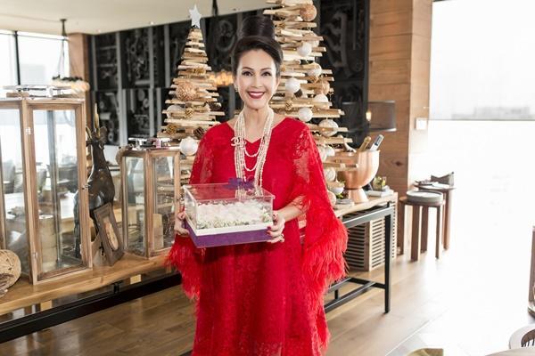Nữ hoàng ảnh lịch Diễm My đón sinh nhật ấm cúng bên bạn bè-3