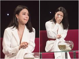 Trà Ngọc Hằng khóc nghẹn khi được hỏi về việc chia tay bạn trai sắp cưới