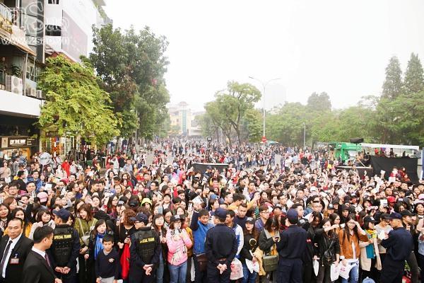 Mỹ Tâm sưởi ấm trái tim hàng ngàn người hâm mộ giữa trời gió rét Hà Nội-2
