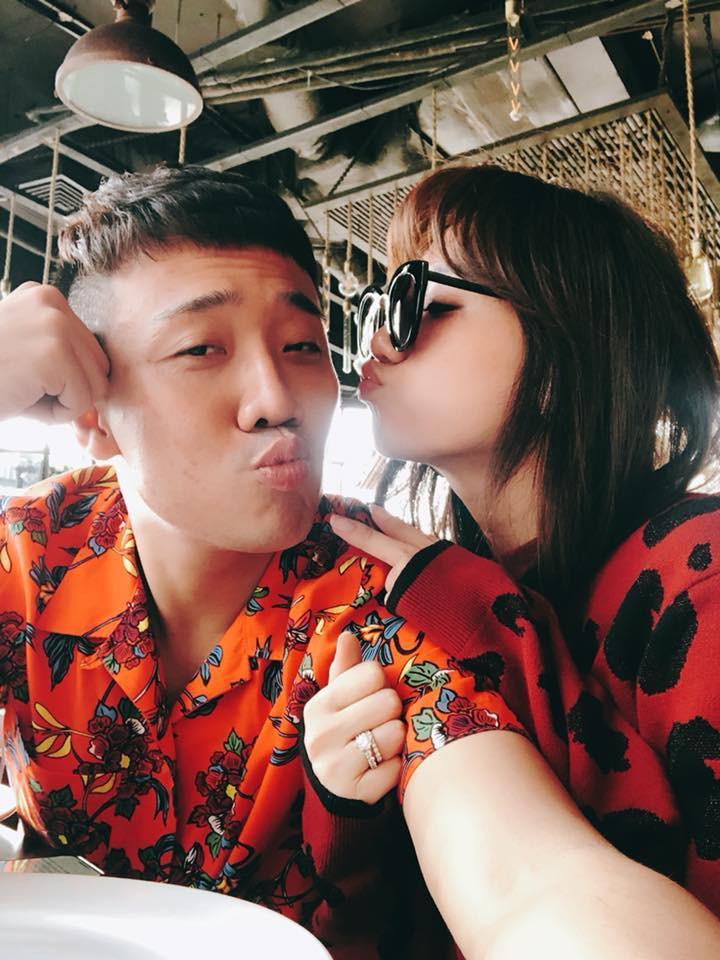 Trấn Thành và Hari Won diện đồ chói chang không liên quan kỉ niệm 700 ngày yêu nhau-3