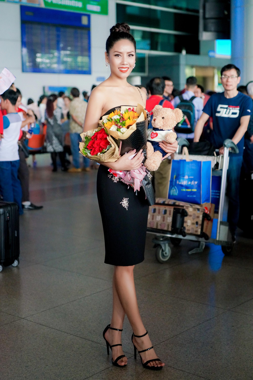 Nguyễn Thị Loan rạng rỡ ngày trở về trong vòng tay fans từ cuộc thi Miss Universe-1