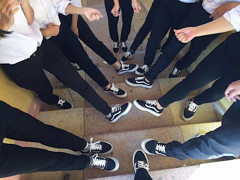 Áo quần đồng phục đã là gì, lớp nhà người ta còn đi cả giày đồng phục-8