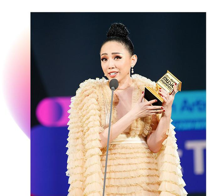 Hành trình đưa Tóc Tiên chạm tay vào chiếc cúp Nghệ sĩ xuất sắc nhất tại Việt Nam của MAMA-3