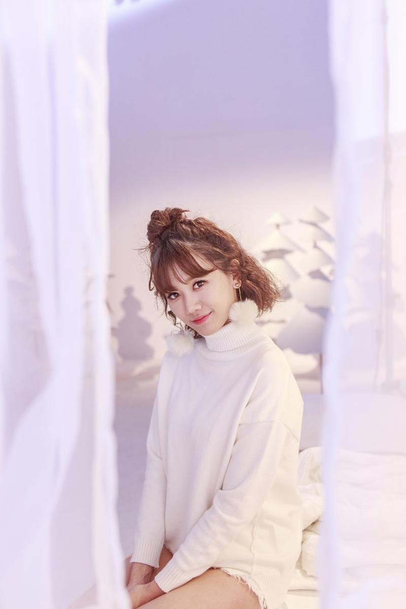 Hari Won như teen-girl chính hiệu trong MV Giáng sinh-2