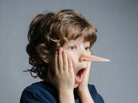 Bạn có nhớ hết những câu nói dối 'bá đạo' từng nói với bố mẹ không?