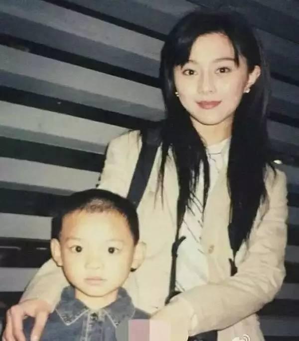 Vì sao suốt 17 năm người ta vẫn tin Phạm Băng Băng là mẹ đẻ của chính em trai mình?-10