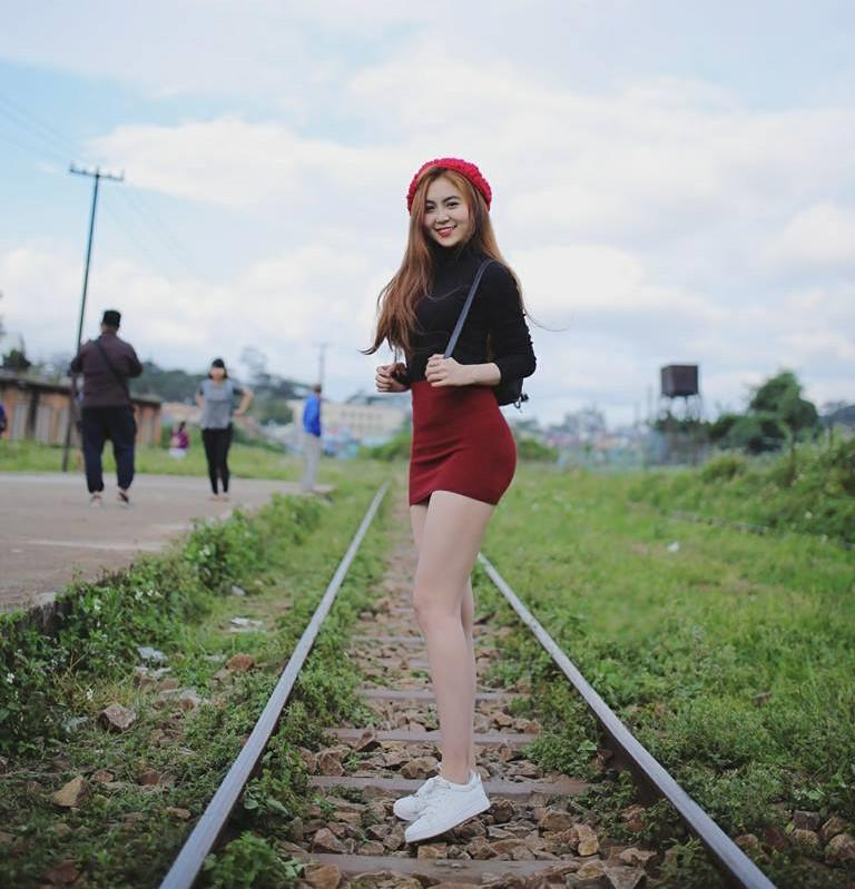 Nữ sinh Sài Gòn được mệnh danh hot girl vòng eo 58-9