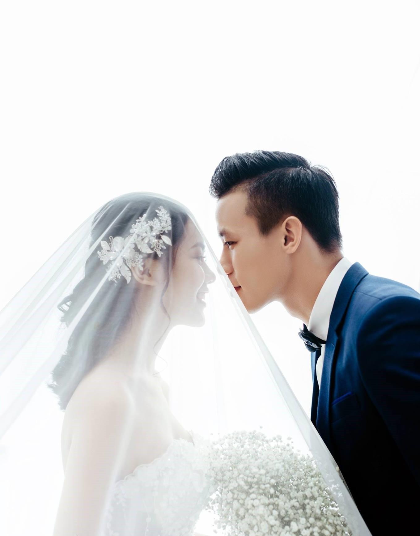 Hé lộ ảnh cưới đẹp lung linh của trung vệ Quế Ngọc Hải và bạn gái hoa khôi-6