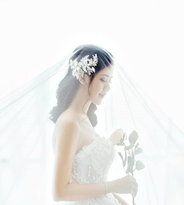 Hé lộ ảnh cưới đẹp lung linh của trung vệ Quế Ngọc Hải và bạn gái hoa khôi-2