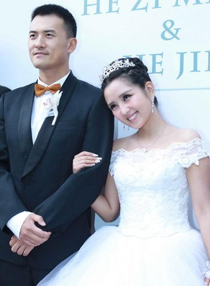 Ly hôn được 3 ngày, bạn gái cũ Thích Tiểu Long bị phát hiện thân mật với đàn ông có gia đình-11