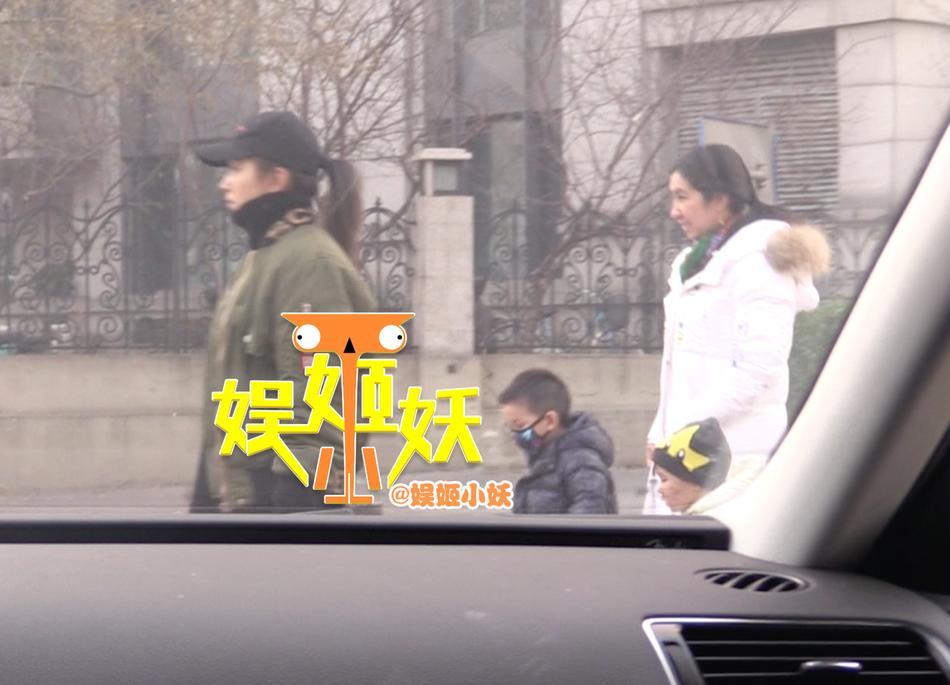 Ly hôn được 3 ngày, bạn gái cũ Thích Tiểu Long bị phát hiện thân mật với đàn ông có gia đình-2