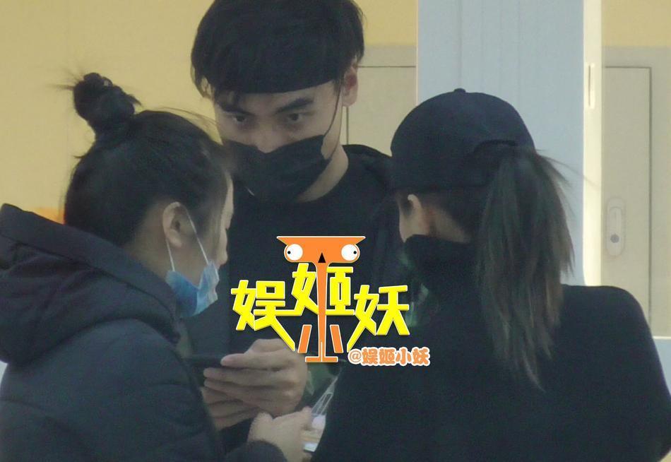 Ly hôn được 3 ngày, bạn gái cũ Thích Tiểu Long bị phát hiện thân mật với đàn ông có gia đình-6