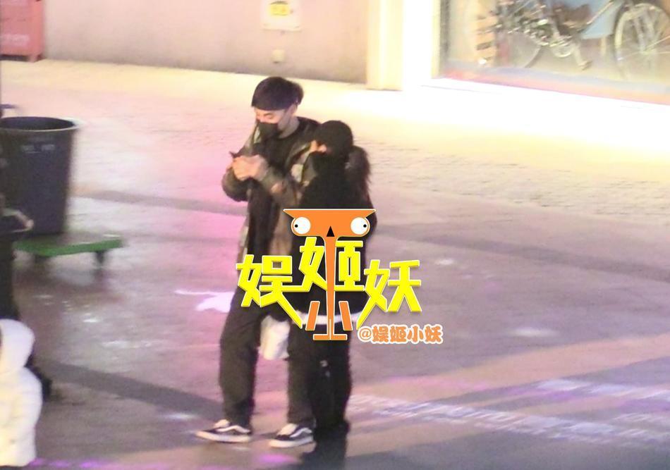 Ly hôn được 3 ngày, bạn gái cũ Thích Tiểu Long bị phát hiện thân mật với đàn ông có gia đình-9