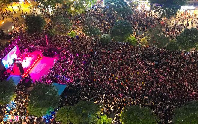 Vì sao Mỹ Tâm được tổ chức buổi ký đĩa ở phố đi bộ Nguyễn Huệ?-1