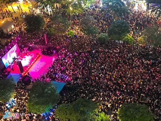 Vì sao Mỹ Tâm được tổ chức buổi ký đĩa ở phố đi bộ Nguyễn Huệ?