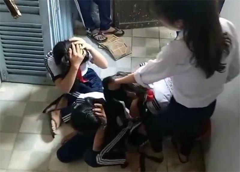 Buộc thôi học hai nữ sinh lớp 9 đánh dã man ba học sinh lớp 7-1