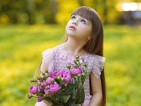 Cô bé 6 tuổi nổi đình đám tại Nga vì xinh như thiên thần