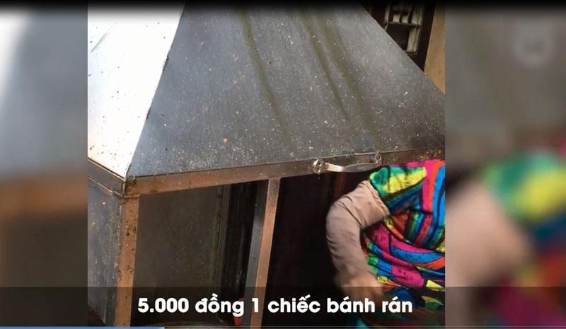 Clip: Nhập vai du khách nước ngoài đi mua bánh rán trên phố cổ Hà Nội, tìm hiểu thực hư luật bán hàng cho Tây-2