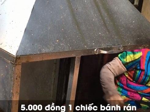 Clip: Nhập vai du khách nước ngoài đi mua bánh rán trên phố cổ Hà Nội, tìm hiểu thực hư 'luật bán hàng cho Tây'
