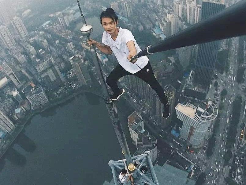 Trước khi chết, diễn viên Trung Quốc từng thách thức độ cao 1.000 m