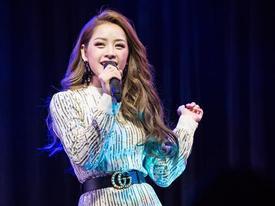 Chi Pu quên lời khi hát hit 'Cho ta gần hơn' trong buổi fan meeting tại Hàn Quốc