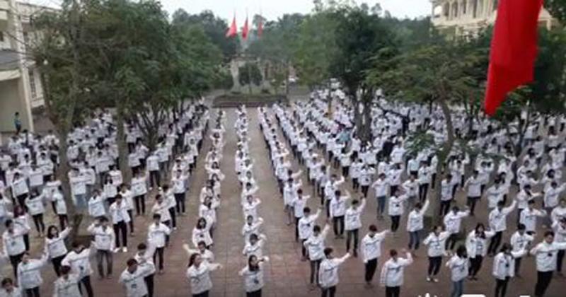 Học sinh trường người ta: Thể dục giữa giờ cứ phải quẩy nhạc Sơn Tùng mới chất-1