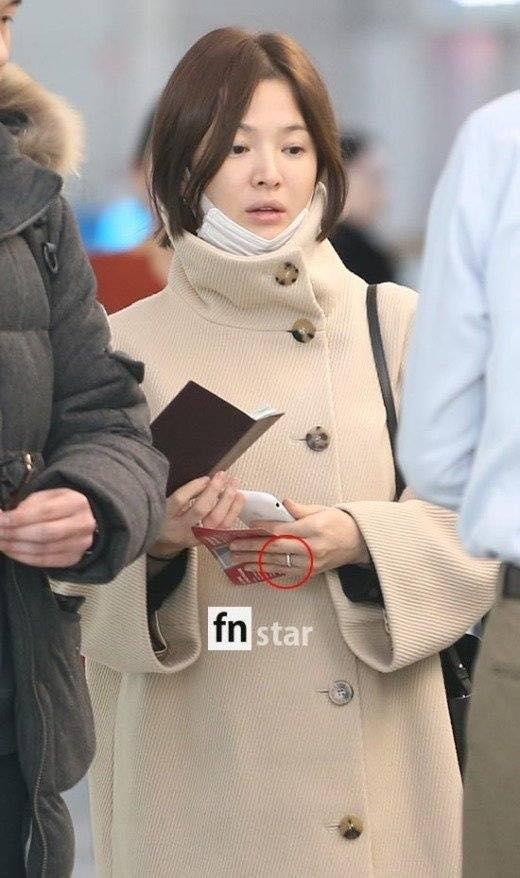 Song Hye Kyo xuất hiện với mặt mộc, thần thái kém sắc sau tuần trăng mật-2