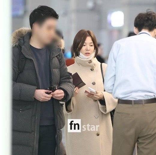 Song Hye Kyo xuất hiện với mặt mộc, thần thái kém sắc sau tuần trăng mật-3